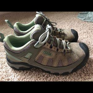 Women's KEEN low hiker voyageur boot